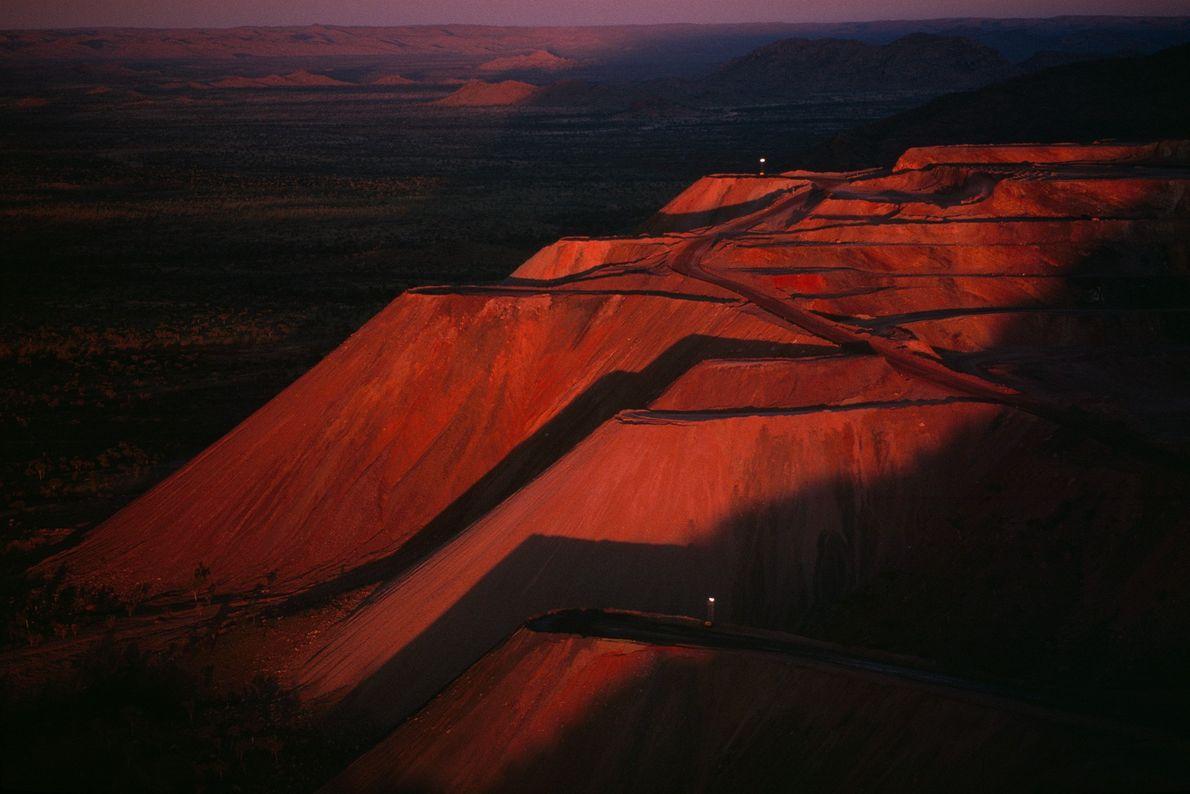 In der Argyle-Diamantenmine in Western Australia bauen Bergarbeiter pro Jahr insgesamt 34 Millionen Karat an Diamanten ...
