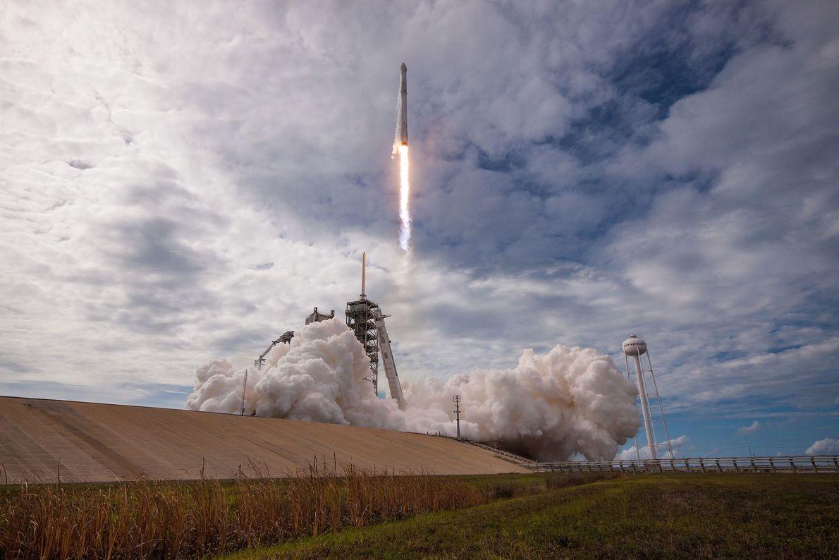 Nachdem SpaceX demonstriert hatte, dass es in der Lage war, benutzte Raketen wieder zu bergen, ging ...