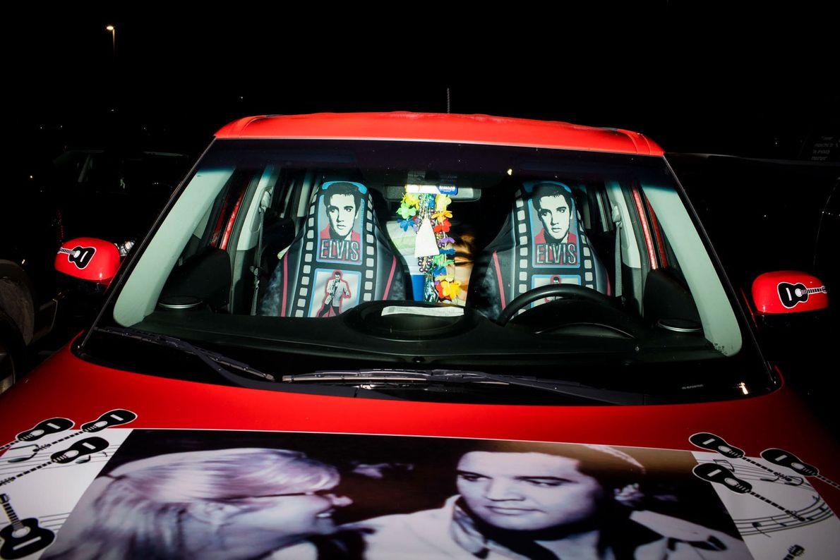 Mit Elvis dekoriertes Auto