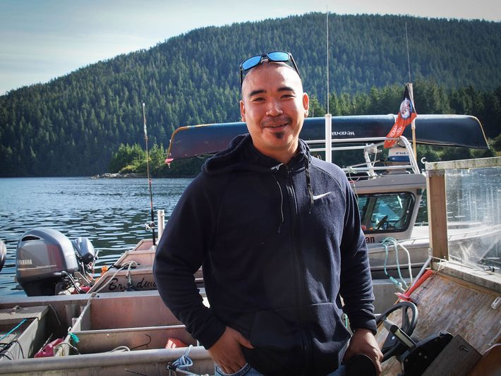 Doug Neasloss, der gewählte Häutpling der Kitasoo/Xai'Xais Nation, half bei der Gründung der Spirit Bear Lodge ...