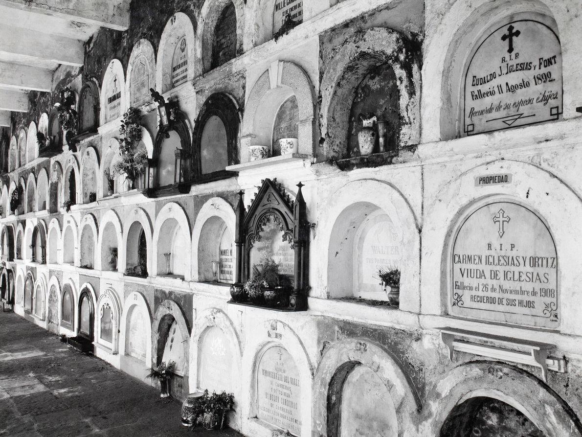 Grabgewölbe auf einem Friedhof in der Hauptstadt San Juan.