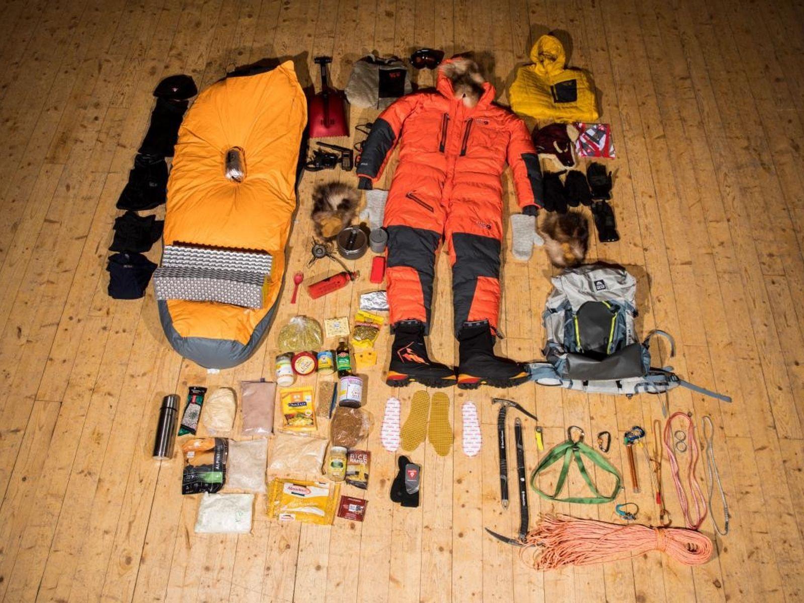 Bei einer 19-tägigen Bergtour auf den Mount Hunter in Alaska trägt Arktis-Forscher rund 30 Kilo Gepäck. ...