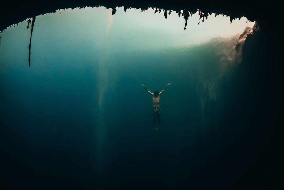 Taucher. Dean's Blue Hole, Bahamas