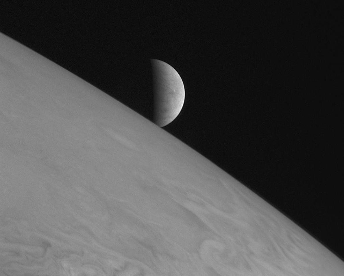 Am 28. Februar 2007 machte New Horizons diese Aufnahme von Jupiters Eismond Europa, der über den ...