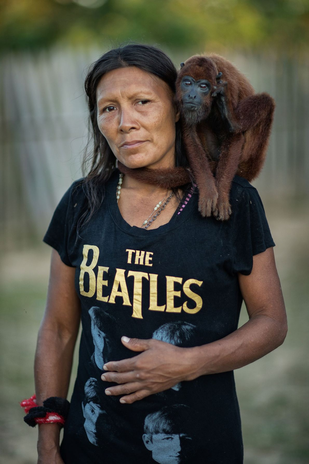 Rosaura mit ihrem Affen. Rio Juruá, Peru