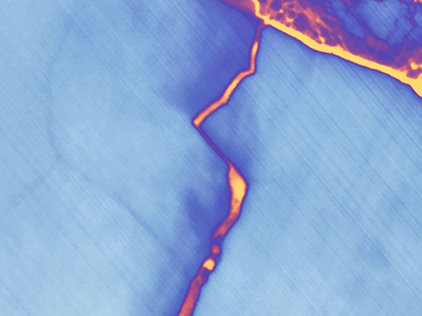 Falschfarbenaufnahme eines Risses im Larsen-C-Schelfeis