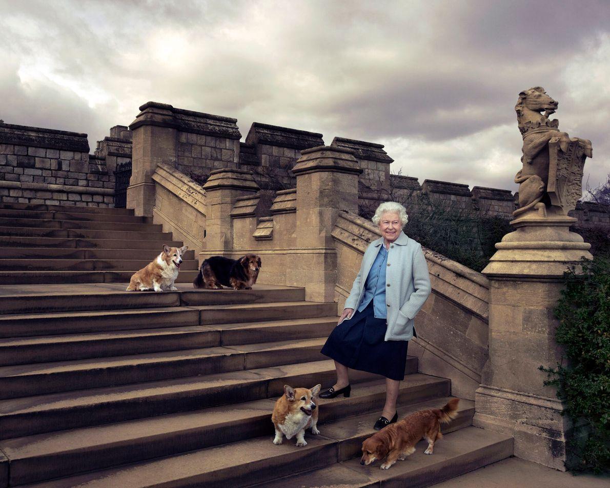 Königin Elizabeth II. & Corgies