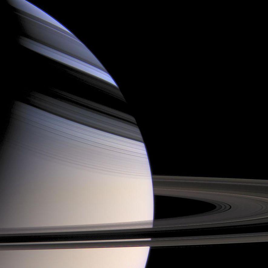 Cassini machte diese Aufnahme des Saturn, auf dem die Schatten seiner stattlichen Ringe zu sehen sind.