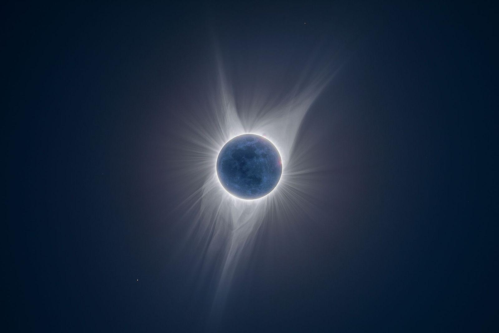 Auf diesem Bild, das während einer totalen Sonnenfinsternis in Jackson Hole im US-Bundesstaat Wyoming entstand, sind ...