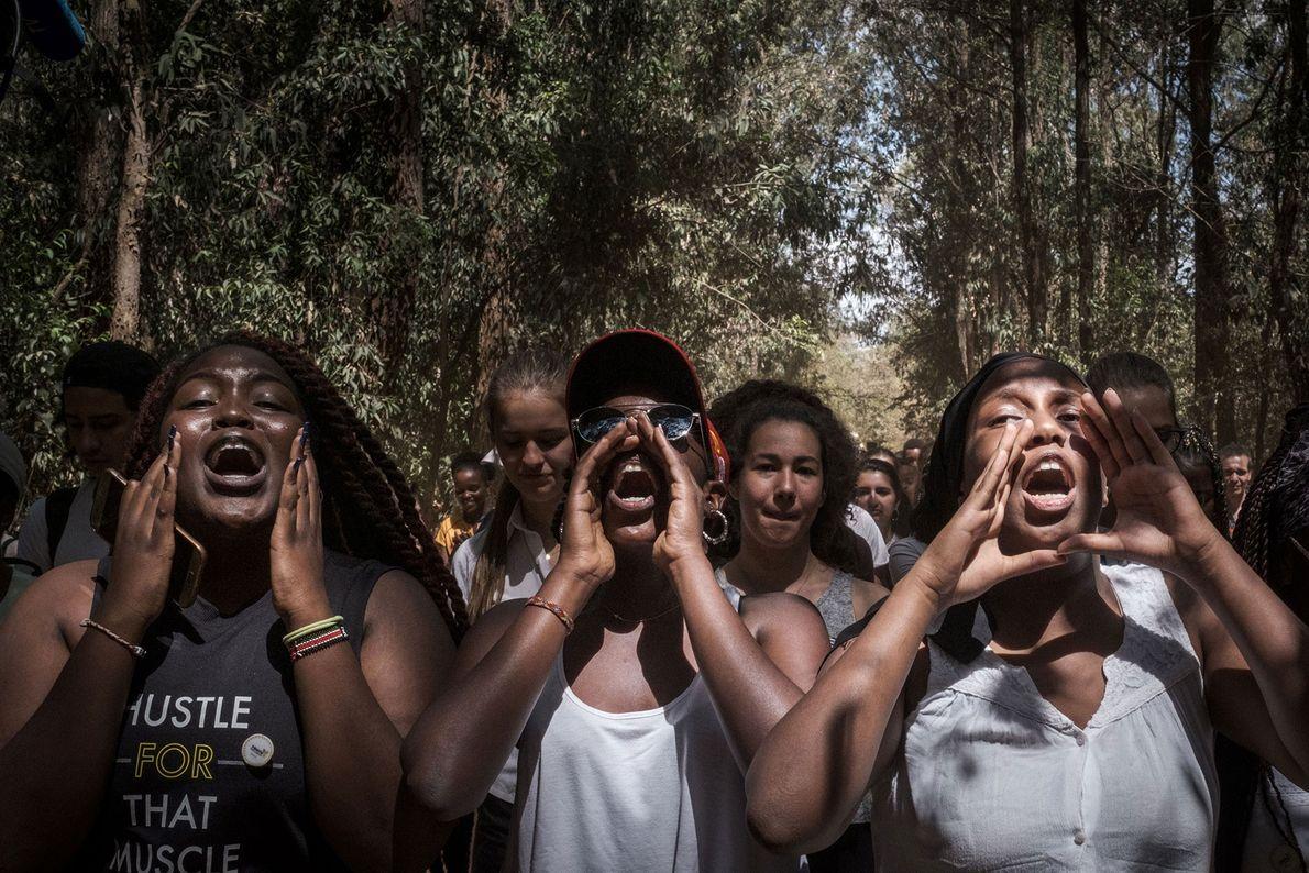 Schüler der Braeburn Garden Estate School skandieren auf einer Demonstration in Nairobi, Kenia.