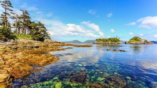 SGang Gwaay (Anthony Island) befindet sich im südwestlichen Zipfel des Gwaii-Haanas-Nationalparks auf der Inselgruppe Haida Gwaii ...