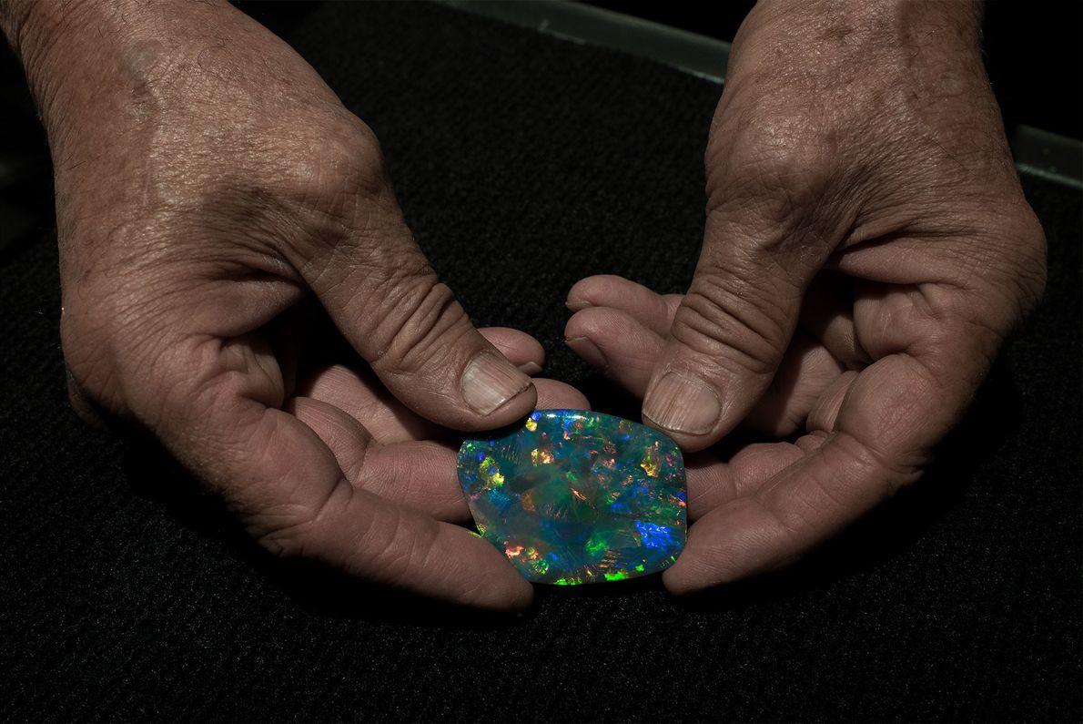 Opal ist einer der wertvollsten Schmucksteine der Welt. Sein Preis schwankt je nach Art, Farbe und ...