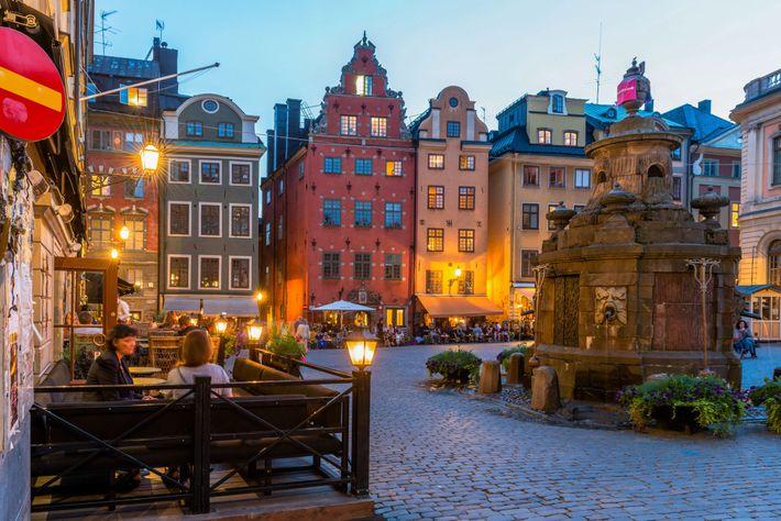 Foto von Cafés auf einem Platz in Stockholm, Schweden