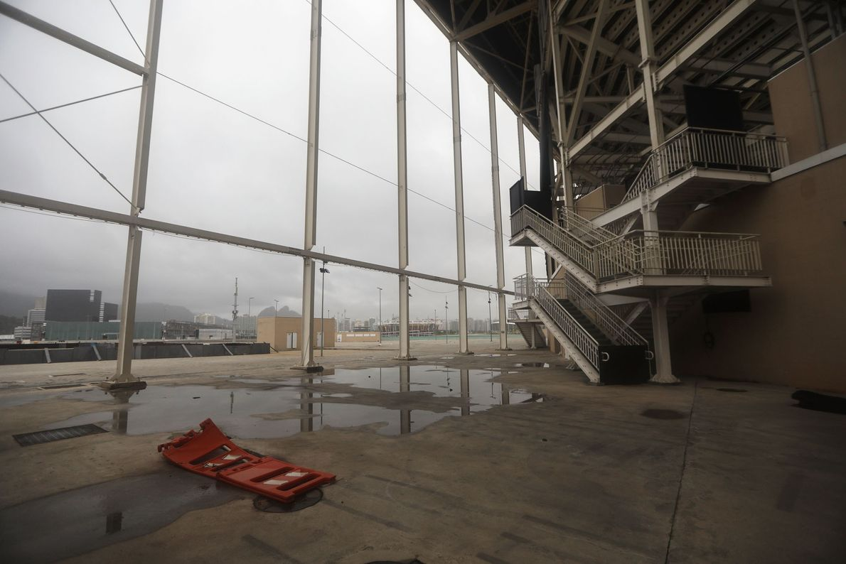 Das Olympic Aquatics Stadion im Olympiapark von Rio de Janeiro steht mittlerweile einsam und verlassen in ...
