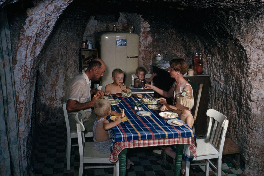 Historische Aufnahmen von Höhlenwohnungen aus aller Welt