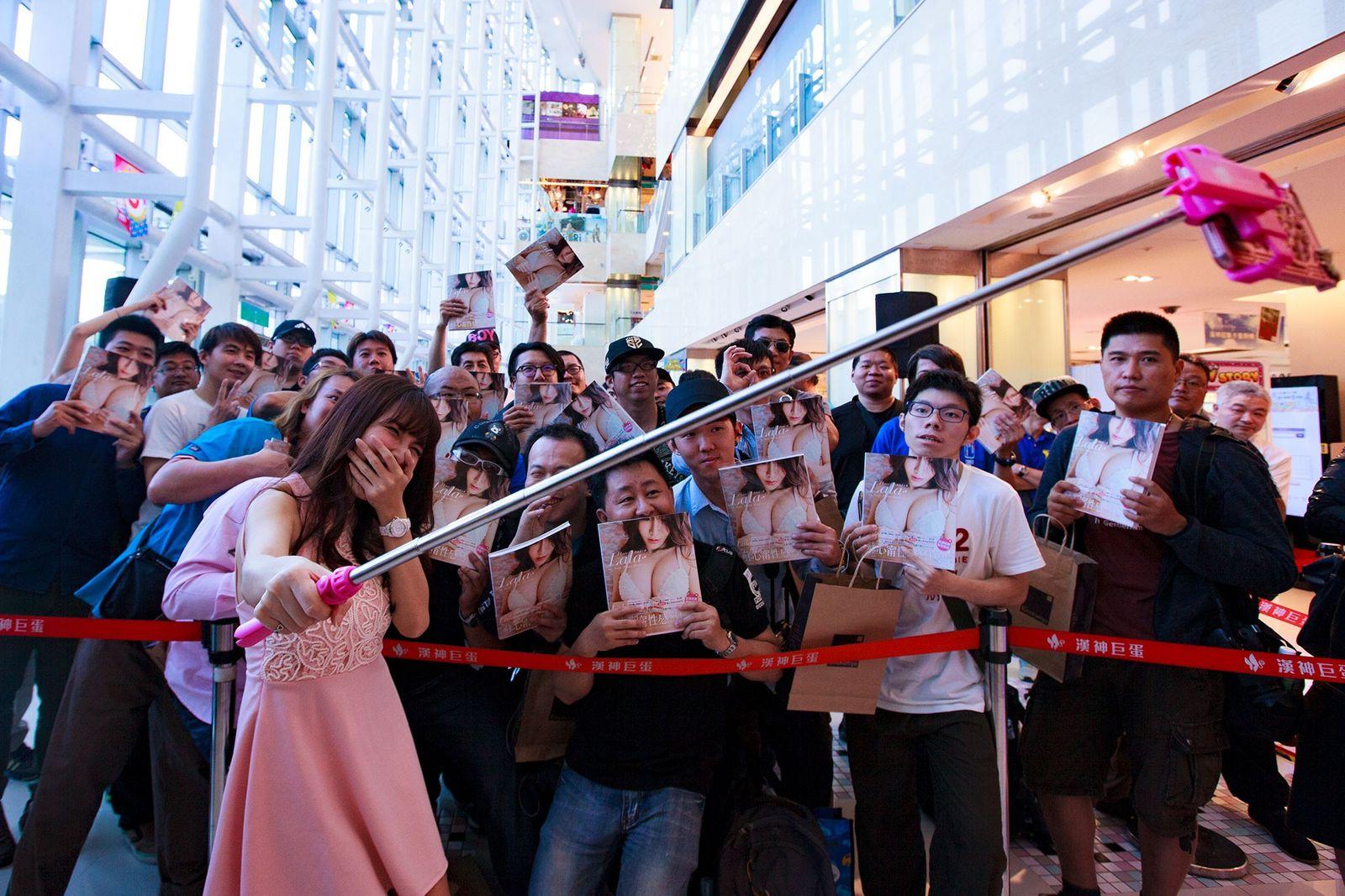 Lala, Taiwan, Fans