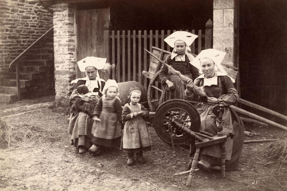 Frauen auf den Straßen der Bretagne