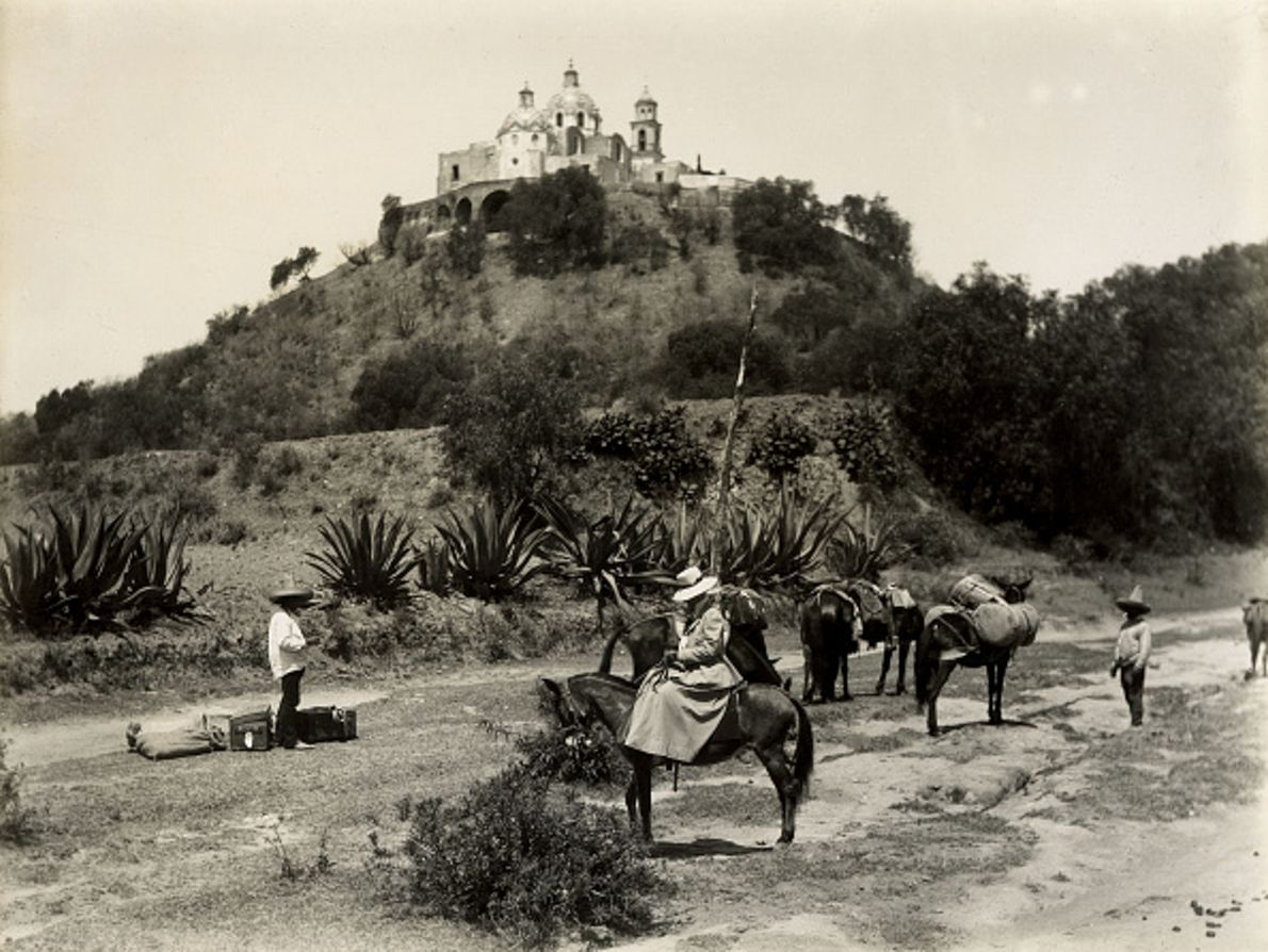 Auf diesem Foto von 1900 ist die Pyramide von Cholula in Mexiko zu sehen. Schon vor ...