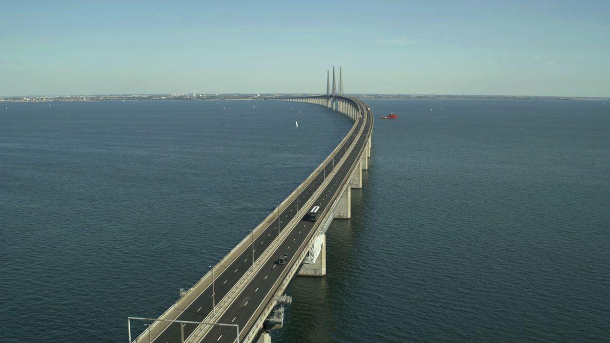 Schweden: Die kombinierte Straßen- und Eisenbahnbrücke über den Öresund verbindet Schweden und Dänemark über eine Gesamtlänge ...