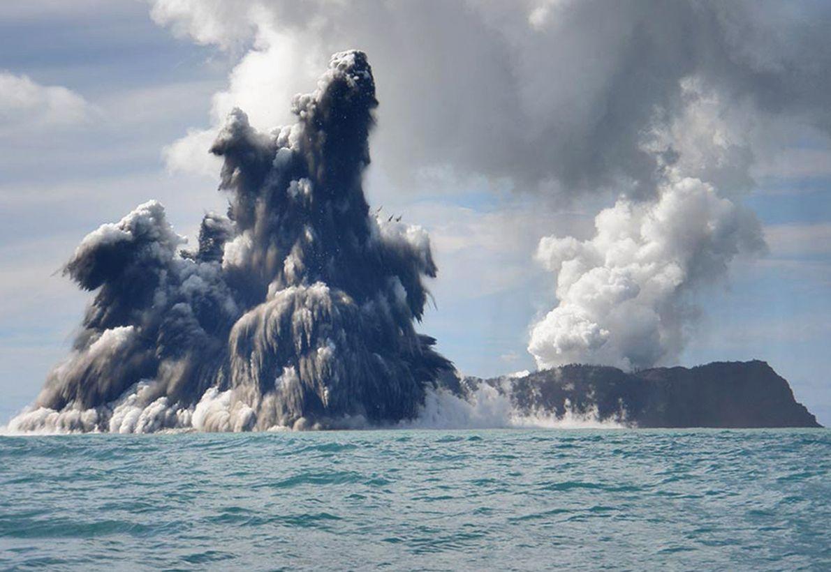 Eine Vielzahl von Vulkanen befindet sich überall auf der Welt an Land, doch auch unter Wasser ...