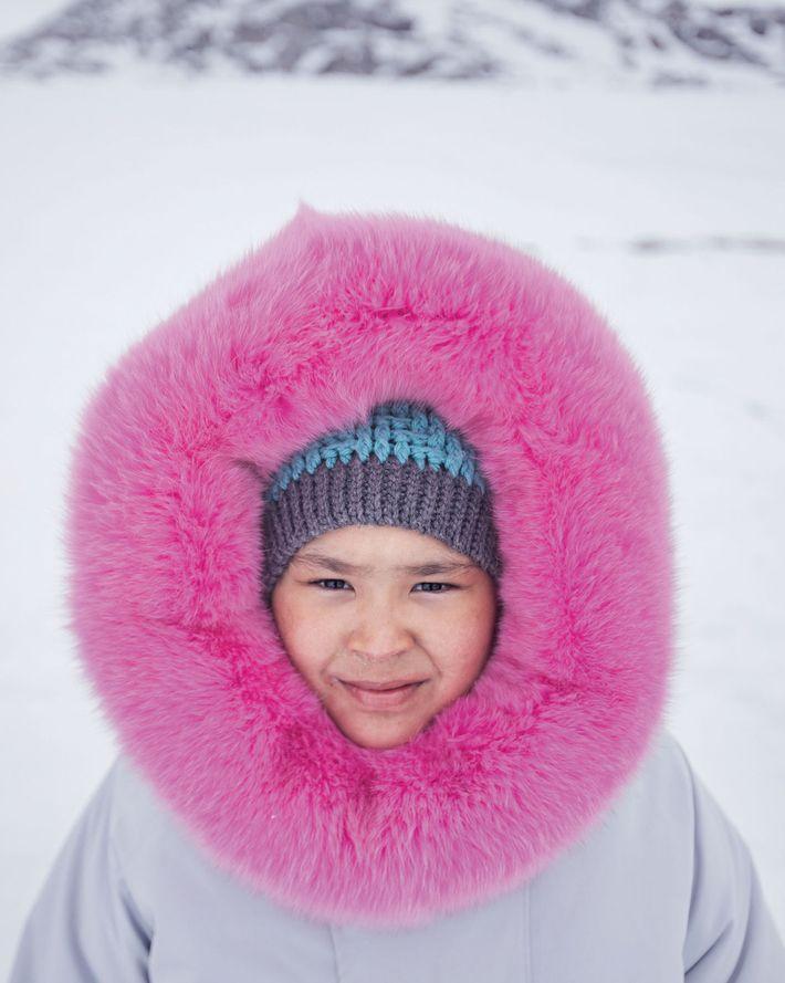 Ashley Hughes, die einen von ihrer Mutter genähten Parka trägt, verbrachte ihren 10. Geburtstag beim Campen ...