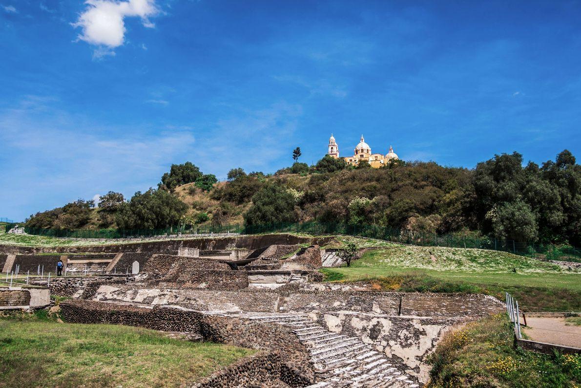 Die Pyramide von Cholula wurde im Laufe mehrerer Jahrhunderte gebaut und ungefähr Ende des 6. Jahrhunderts ...
