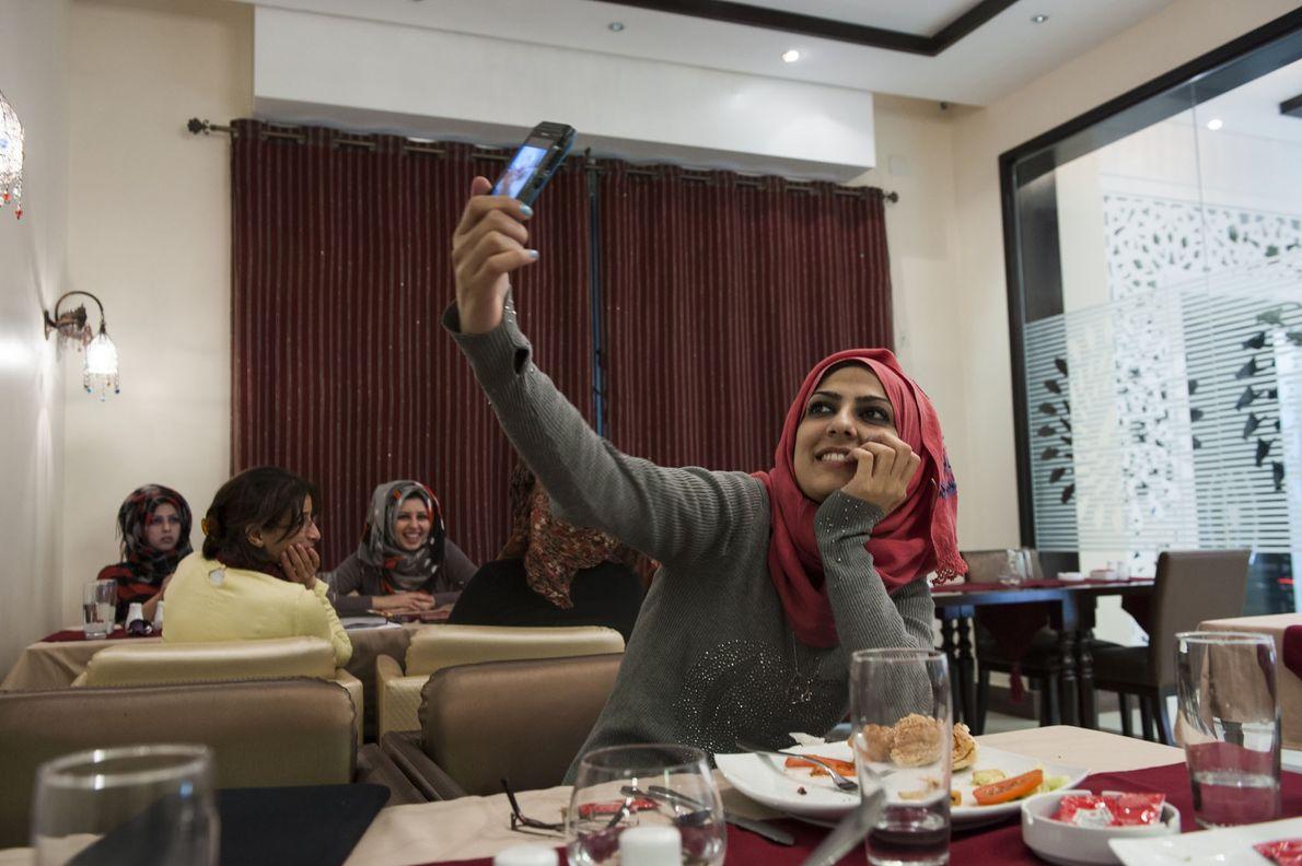 Mädchen macht Selfie