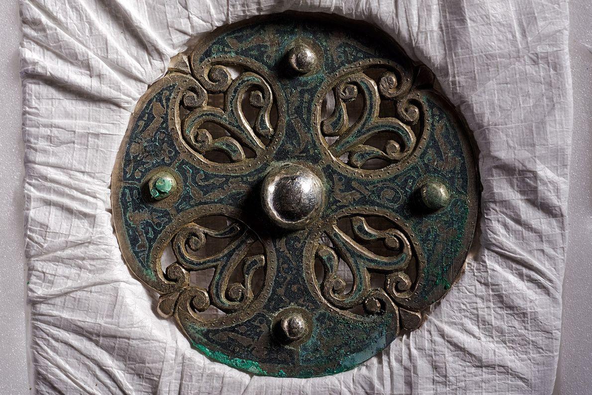 Diese Scheibenfibel stammt aus der Hand eines meisterlichen Metallarbeiters und wurde womöglich bei einem Angriff der ...