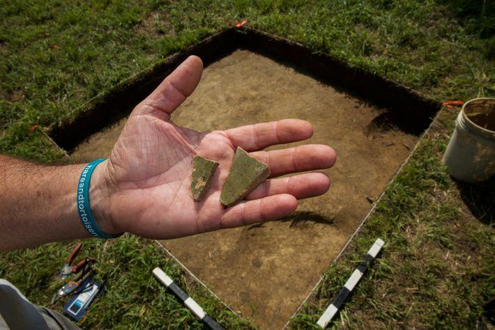 """Ein Stück englischer Keramik von der Grabungsstelle """"Site X"""" könnte zu einem Topf gehören, der von ..."""