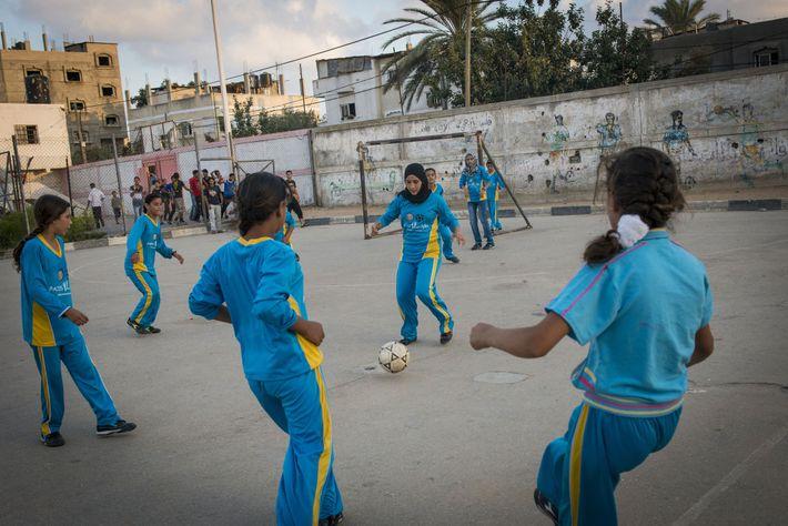 Fußballspielende Mädchen