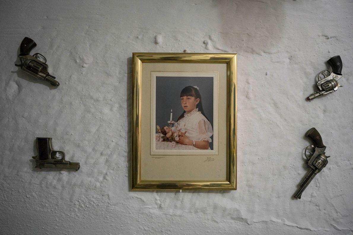 Die Bewohner der Höhlen bei Granada haben einen eigenwilligen Stil. Hier hat ein Bewohner vier kleine …