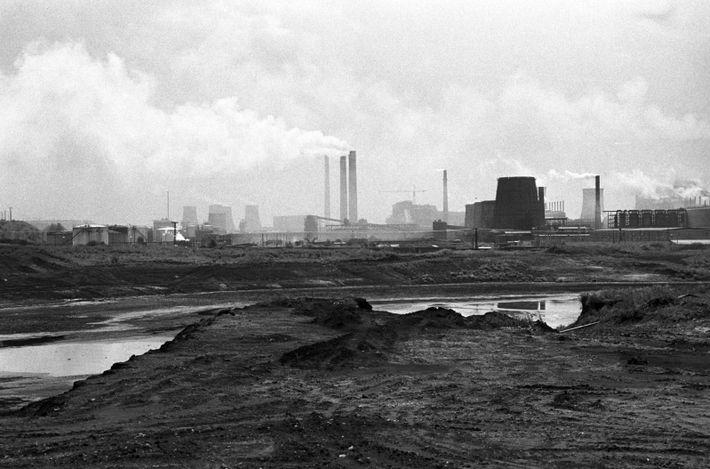 Rauchschwaden über dem Braunkohlekraftwerk Espenhain