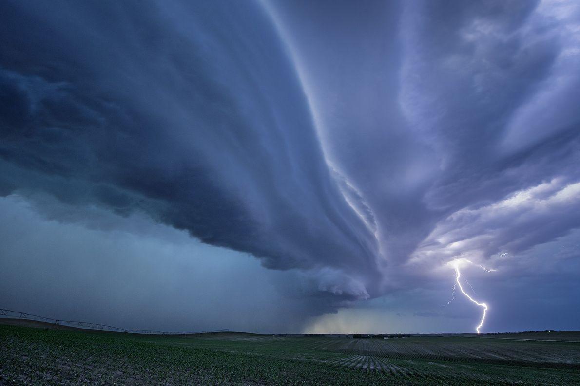 Eine Superzelle zieht über South Dakota hinweg. Superzellen zählen zu den schwersten Gewittern und können starke …