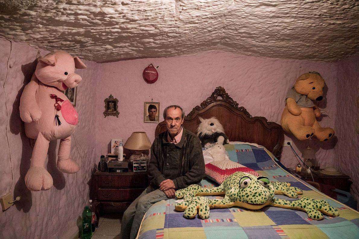Tocuato Lopez wurde in den Höhlen von Guadix geboren und hat dort sein ganzes Leben verbracht. …