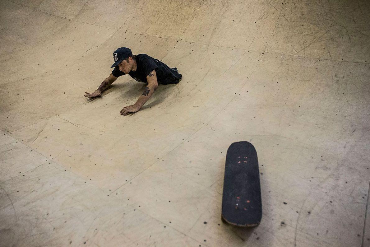 Wollin neben Skateboard