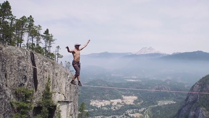 Packendes Video: Slackliner bricht Weltrekord