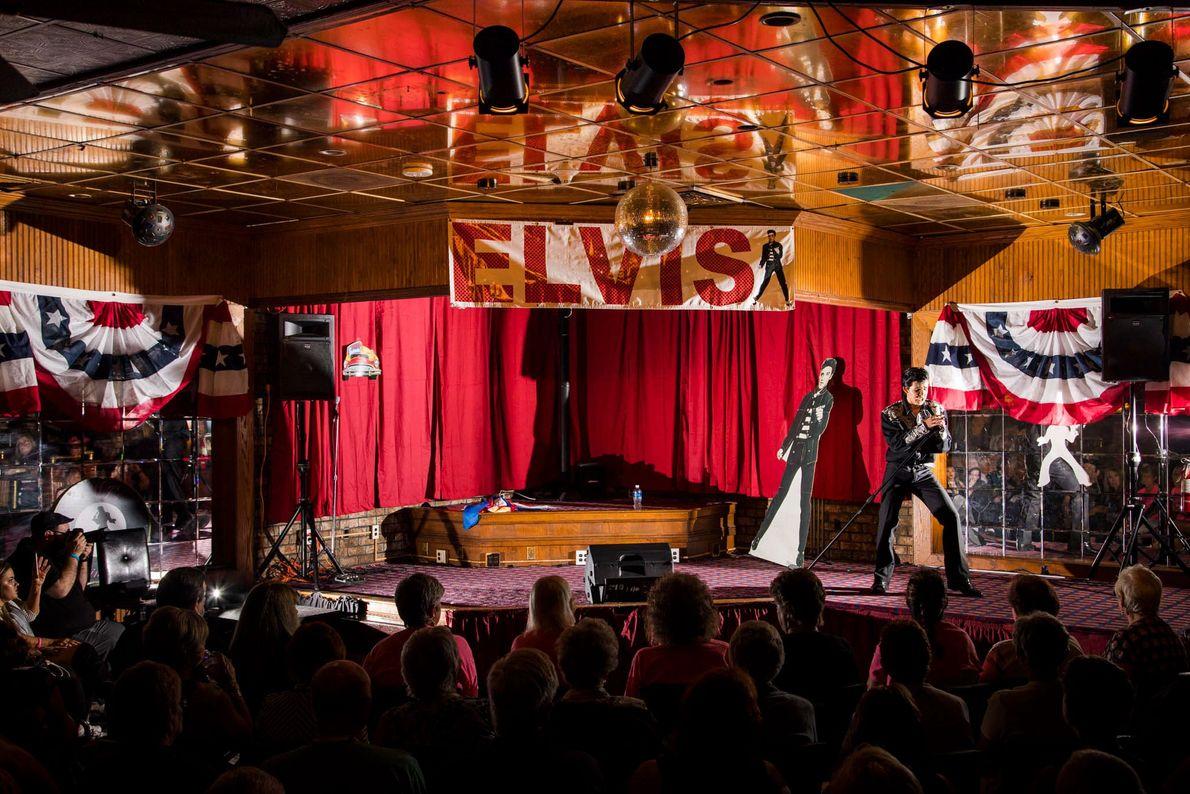 Der Elvis Tribute Artist Riley Jenkins