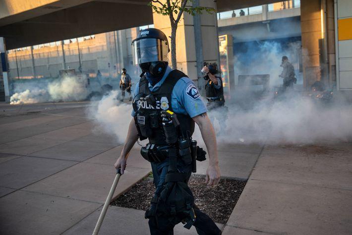 Am Freitag vertrieben Polizisten die Demonstranten, nachdem sie Tränengas und Gummigeschosse auf sie gefeuert hatten.