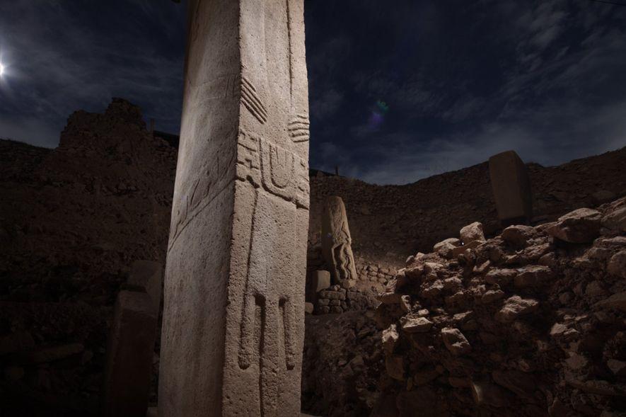 Ein großer Teil der Ausgrabungsstätte Göbekli Tepe in der Türkei bleibt weiterhin ein Geheimnis. Diese Säulen, ...