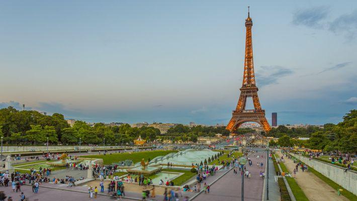 Ein neuer Anstrich für den Eiffelturm