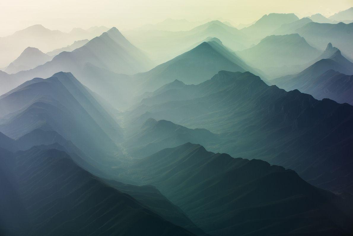 Eine nebelige Bergkette in Mexiko