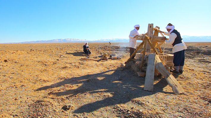 Unter der staubigen Wüste liegt ein antikes Bewässerungssystem, das noch heute genutzt wird