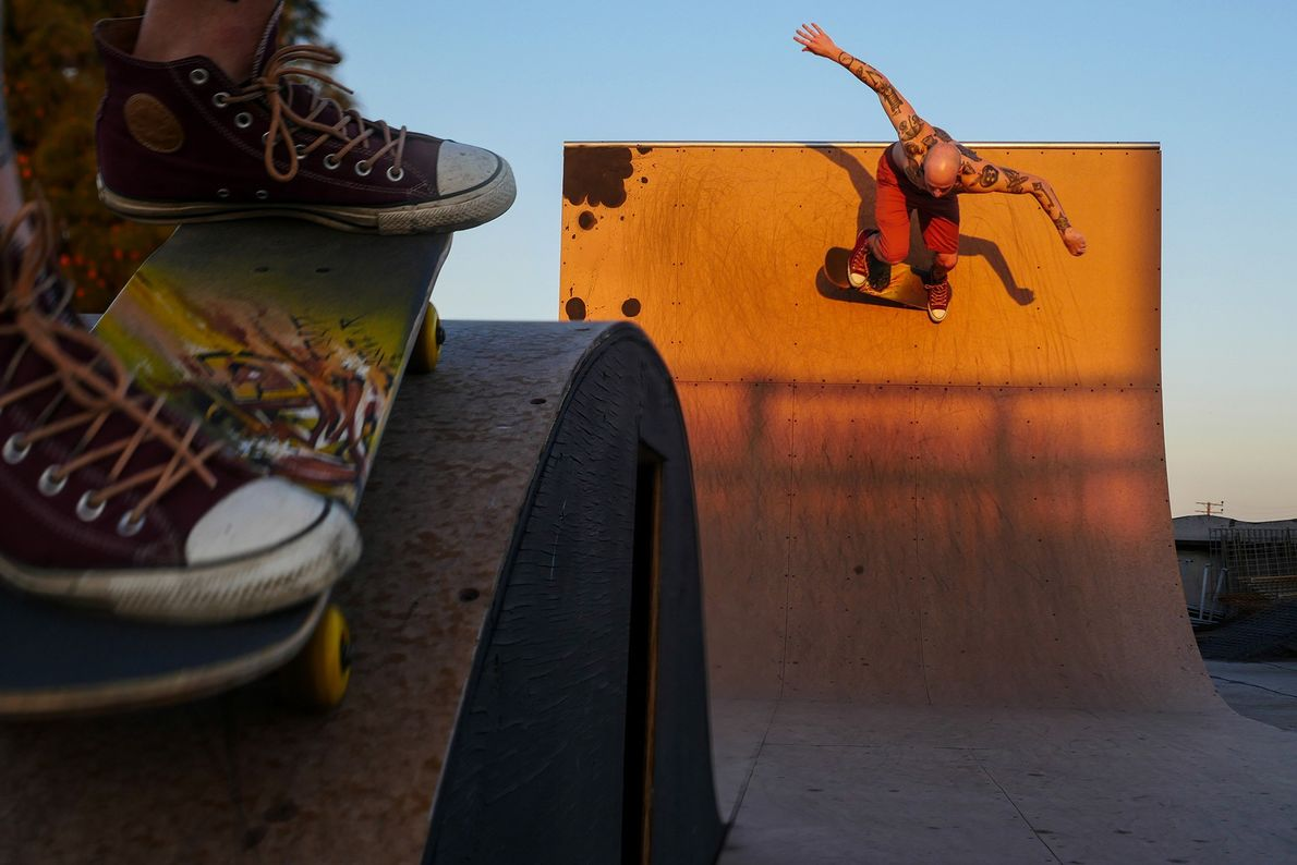 Skateboarder auf einer Rampe