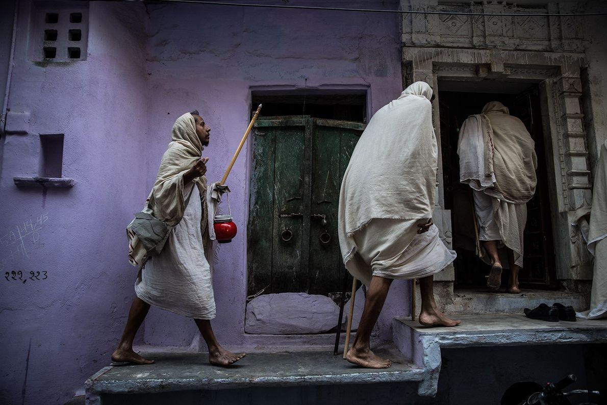 Drei Jainas in Indien