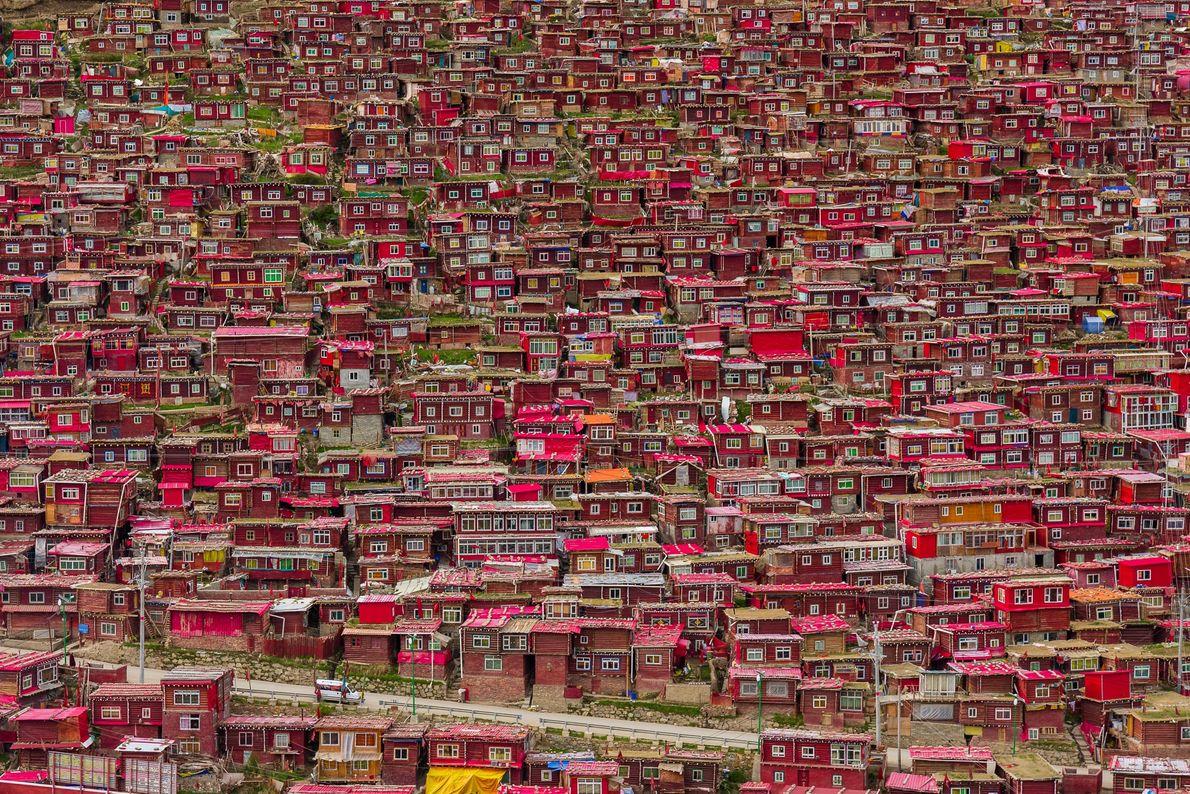 Rote Häuser für buddhistische Mönche in China