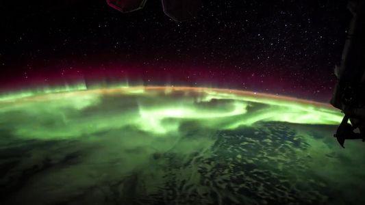 Zeitraffer zeigt Polarlicht vom Weltraum aus