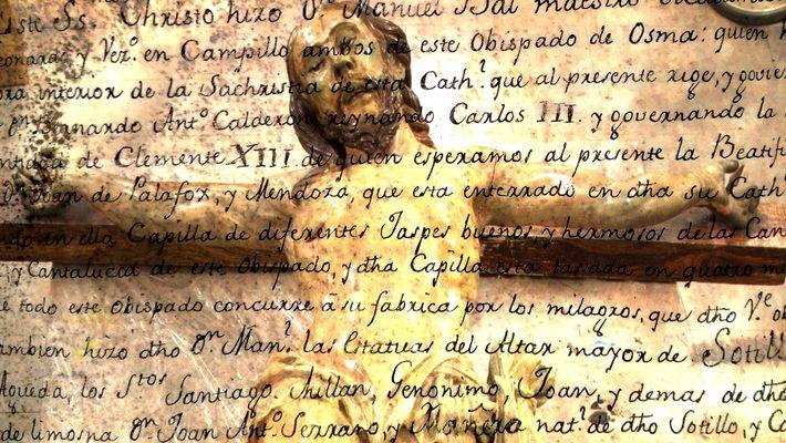 Jesus-Statue: Versteckte Botschaft im Hohlraum