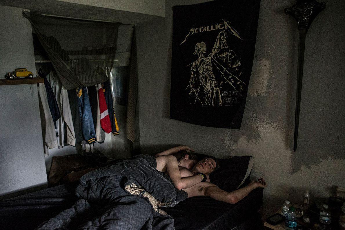 Wollin mit Freundin im Bett