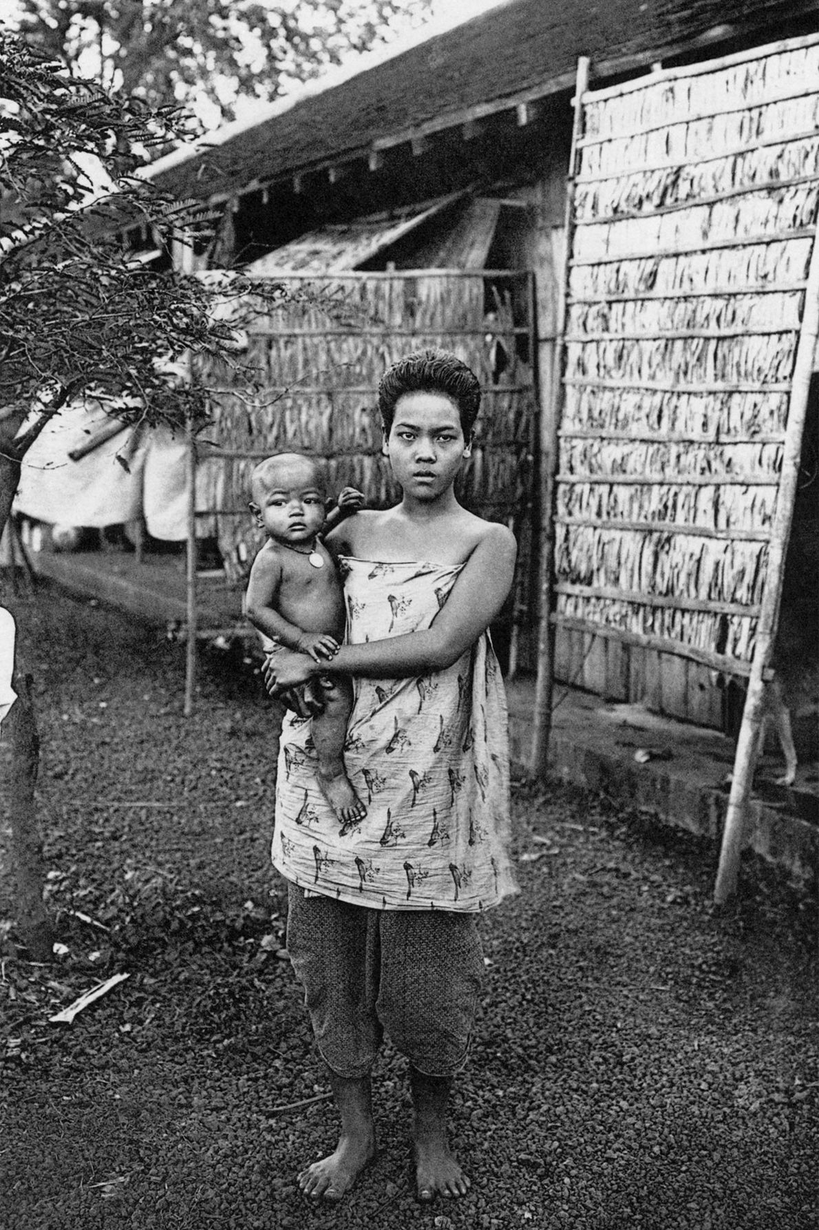 Eine Mutter in Kambodscha mit ihrem Kind.
