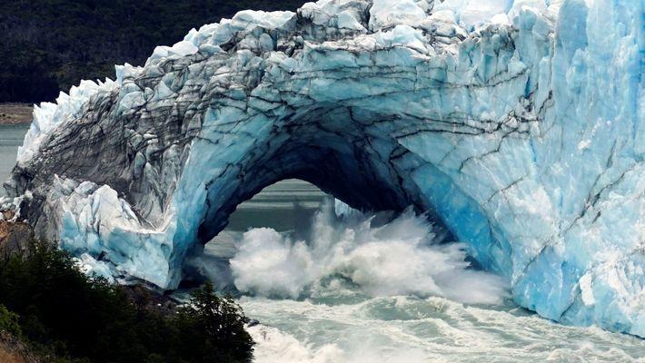 Einsturz eines Gletscherbogens in Patagonien